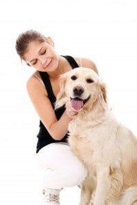 Trainerin mit Hund