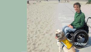 Mit Assistenzhund am Strand
