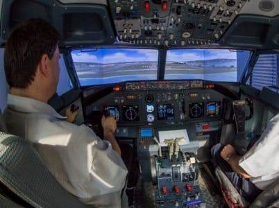 Im Cockpit mit Aussicht auf die Startbahn.