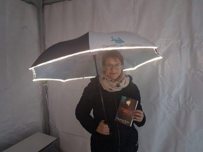Siiri Saunders, eine der SchirmherrInnen der Pfotenpiloten
