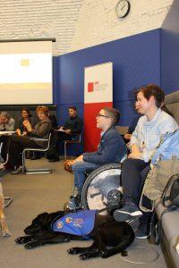 Publikum der Informationsveranstaltung für Assistenzhundteams im Bundestag
