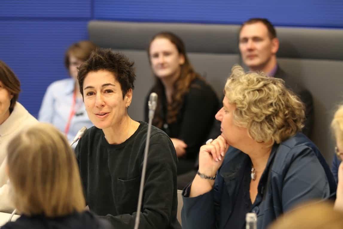 Foto Dunja Hayali :: Auf dem Foto sieht man Dunja Hayali auf der Veranstaltung Inklusion durch Assistenzhunde - Brauchen wir ein Assistenzhundegesetz? sprechen.