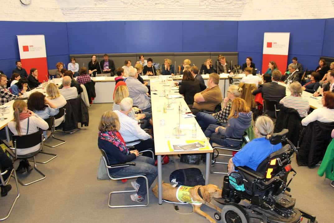 Speakers and audience of the information event for assistance dog teams in the Bundestag :: The photo shows speakers and audience at the information session for assistance dog teams at the Bundestag.