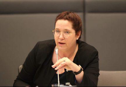 Foto Roswitha Warda auf der Informationsveranstaltung für Assistenzhundteams im Bundestag