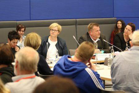 Foto Podiumsdiskussion zum Thema Assistenzhunde im Bundestag