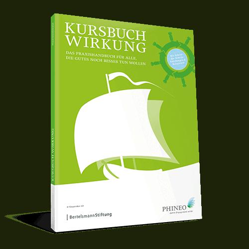 """""""Kursbuch Wirkung"""" von Phineo, auf grünem Titelblatt segelt ein weißes Schiff von rechts nach links."""