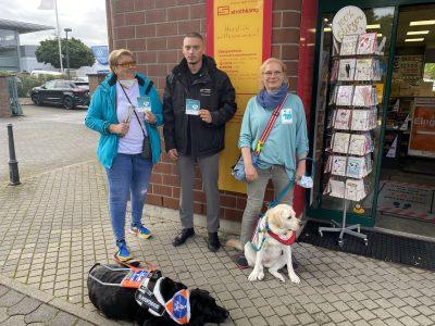 Heike und Manja sind bei Strothkamp zu Gast, um stellvertretend für alle Gewerbetreibenden das Geschäft für assistenzhundfreundlich zu erklären.
